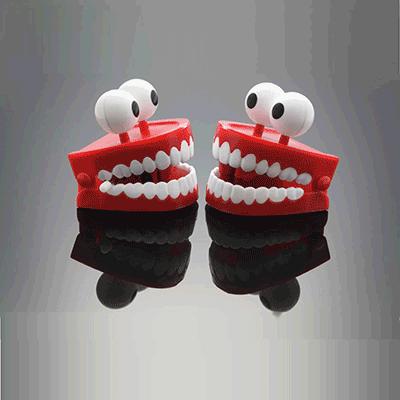 שיניים תותבות מחייכות